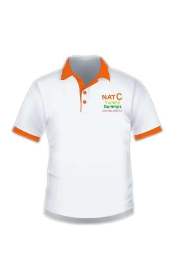 Áo thun cổ trụ vải cá sấu màu trắng viền cam ở tay và cổ áo