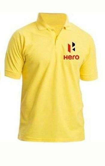 Áo thun đồng phục cổ trụ màu vàng logo thêu